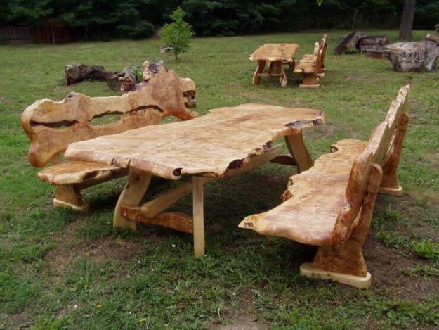 Giebelschmuck und Kunst mit der Kettensäge   Rustikale Gartenmöbel